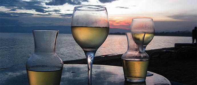 The Best Ways to Take Wine to the Beach
